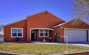 8704 Sunbow Avenue SW, Albuquerque, NM 87121