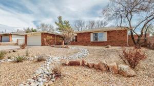 9516 Admiral Dewey Avenue NE, Albuquerque, NM 87111