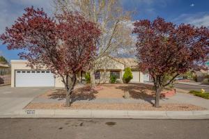 2000 PINONWOOD Avenue NW, Albuquerque, NM 87120