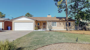 1417 Dartmouth Drive NE, Albuquerque, NM 87106