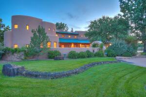 8415 RIO GRANDE Boulevard NW, Los Ranchos, NM 87114