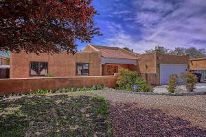 2132 RYAN Place NW, Albuquerque, NM 87107