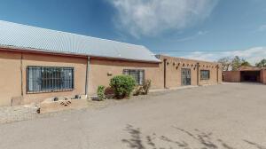 1520 MOUNTAIN Road NW, Albuquerque, NM 87104