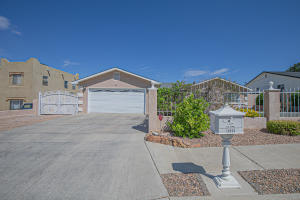 10530 OLYMPIC Street NW, Albuquerque, NM 87114