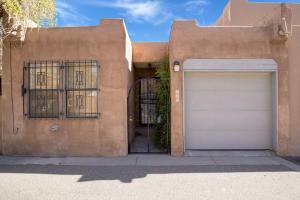 846 SOUTHEAST Circle NW, Albuquerque, NM 87104