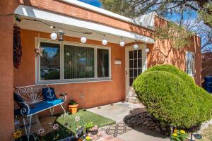 721 Monroe Street NE, Albuquerque, NM 87110