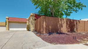 9513 COMANCHE Road NE, Albuquerque, NM 87111