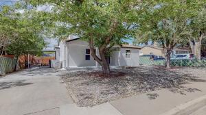 3405 Delano Avenue NE, Albuquerque, NM 87106