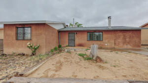 9400 CAMINO SAN MARTIN Road SW, Albuquerque, NM 87121