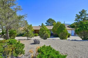 906 STAGECOACH Road SE, Albuquerque, NM 87123