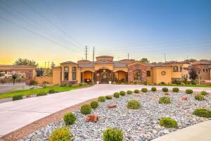 9509 Lyndale Lane NW, Albuquerque, NM 87114