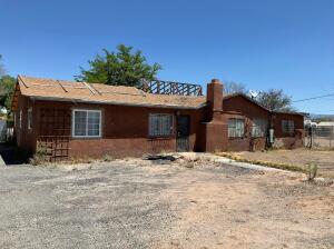 1749 VAL VERDE Drive SW, Albuquerque, NM 87105