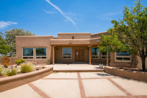 10 Third Mesa Court, Placitas, NM 87043