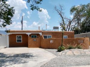 916 PALOMAS Drive NE, Albuquerque, NM 87108