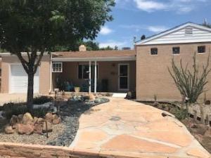 324 SIERRA Place NE, Albuquerque, NM 87108