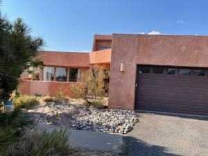 1872 SAN BERNARDINO Drive NE, Albuquerque, NM 87122