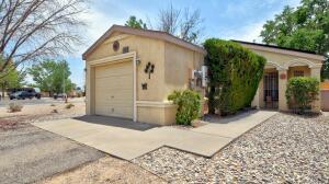 1009 CHARLES Drive NE, Rio Rancho, NM 87144