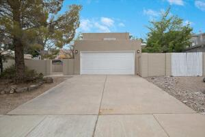 8001 INDEPENDENCE Drive NW, Albuquerque, NM 87120