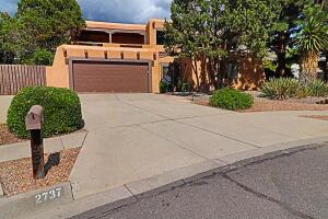2737 Casa del Norte Court NE, Albuquerque, NM 87112
