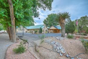 1739 Rusty Road NW, Albuquerque, NM 87114