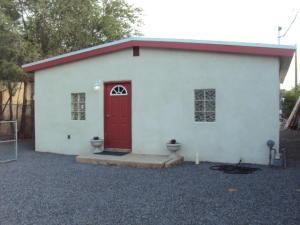 1644 GRIEGOS Road NW, Albuquerque, NM 87107