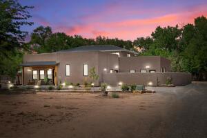 8527 Rio Grande Boulevard NW, Los Ranchos, NM 87114