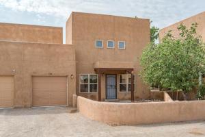1704 Corte De Pimienta NW, Albuquerque, NM 87104