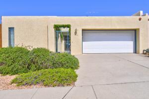 6105 RIO HONDO Drive NE, Albuquerque, NM 87109