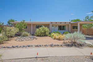 5941 AVENIDA LA BARRANCA Place NW, Albuquerque, NM 87114