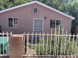 2122 S BRIDGE Boulevard SW, Albuquerque, NM 87105