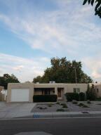 222 SIERRA Place NE, Albuquerque, NM 87108