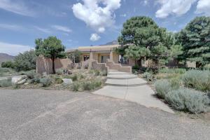 665 1/2 ROADRUNNER Lane NE, Albuquerque, NM 87122