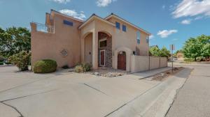 9119 VILLAGE Avenue NE, Albuquerque, NM 87122