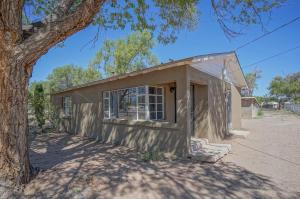 1805 BARCELONA Road SW, Albuquerque, NM 87105