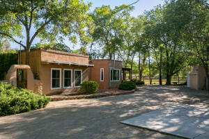 6823 Guadalupe Trail NW, Los Ranchos, NM 87107