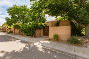 2900 Calle de Alamo NW, Albuquerque, NM 87104