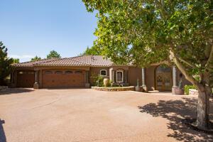 8340 BEVERLY HILLS Avenue NE, Albuquerque, NM 87122