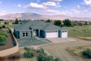 816 3rd Street NE, Rio Rancho, NM 87144