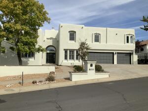 13613 CRESTED BUTTE Drive NE, Albuquerque, NM 87112