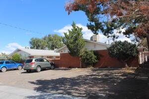 324 CHARLESTON Street SE, Albuquerque, NM 87108