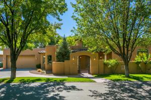 908 LOS PRADOS DE GUADALUPE Drive NW, Los Ranchos, NM 87107