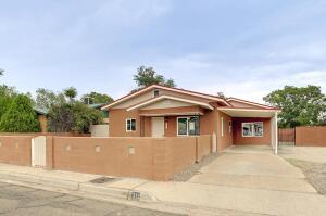 312 61ST Street NW, Albuquerque, NM 87105