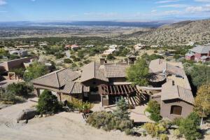 1113 LA LUZ Trail NE, Albuquerque, NM 87122
