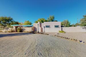 4100 DIETZ Court NW, Los Ranchos, NM 87107