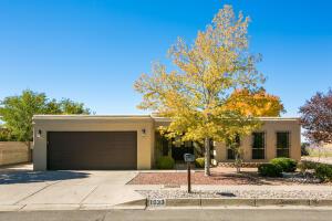 1033 LAWRENCE Drive NE, Albuquerque, NM 87123