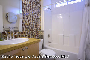 478 RiverBend_14 guest bath 1