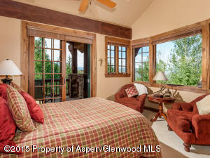 Guest bedroom with en suite bathroom and private deck