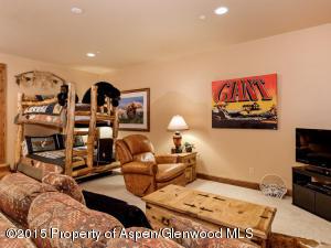 Guest bedroom with en suite bathroom