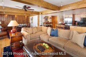Hard-wood floors, beautiful beam work and mountain comfortable furniture.