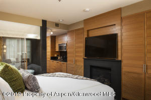 king bed, tv, fireplace